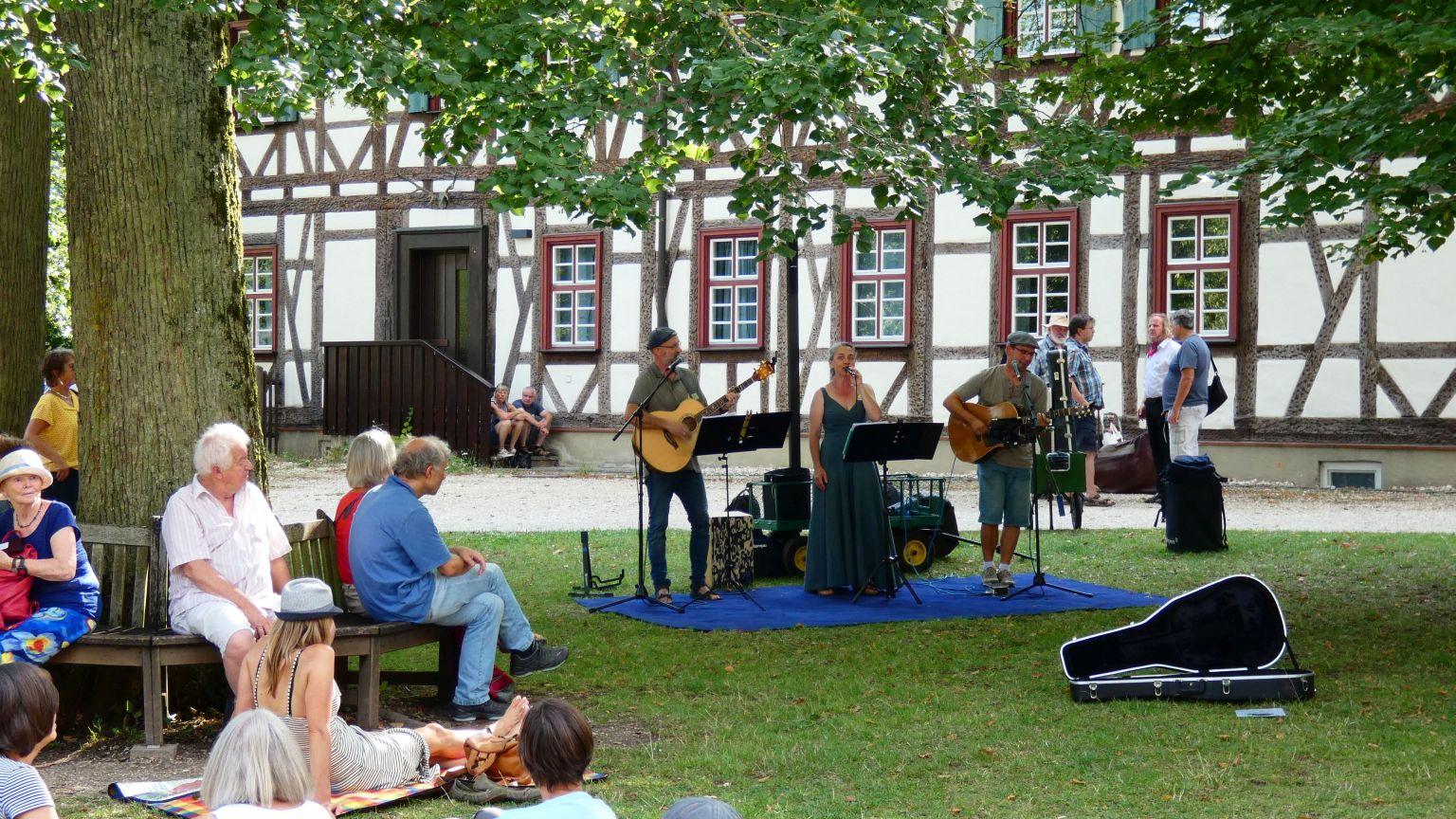 Acoustic Pur im Klosterhof